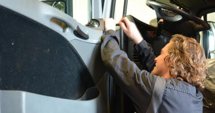 Vacature Bedrijfswagenmonteur Moerdijk | Werken bij AVT